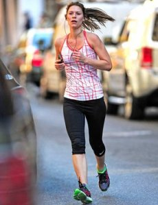 claire-danes-is-running-wrong_GB