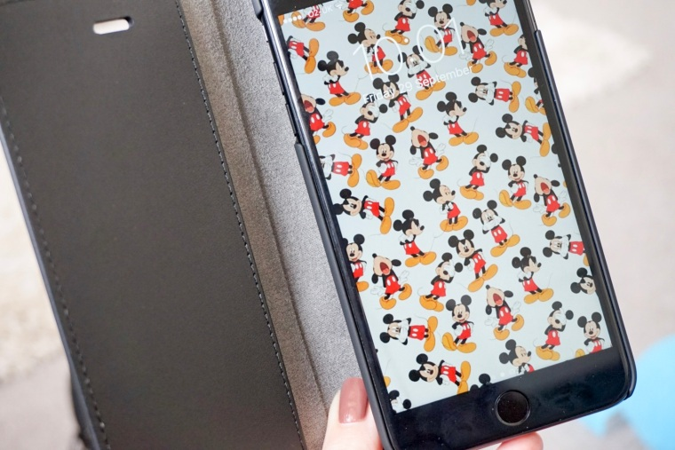 mickey mouse lock screen on iphone 7 plus in case